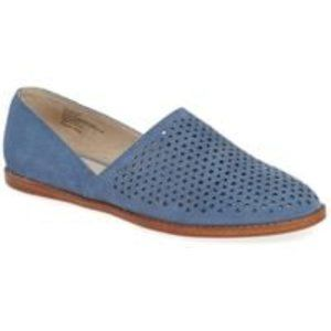 Caslon Perforated Adrian Flat Size 10